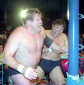 スタン・ハンセンとの抗争で三冠ヘビー級王座を統一したジャンボ鶴田(写真は1992年1月28日、千葉公園体育館での防衛戦)
