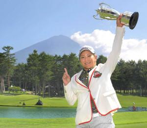 昨年大会で優勝した成田美寿々