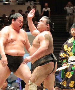 昨年の9月、初っ切りで場内を盛り上げた勝武士さん(右)