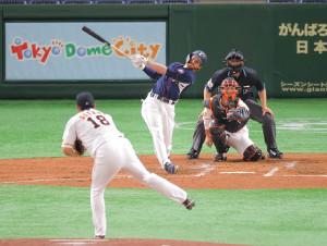 3回1死、右越えソロ本塁打を放つスパンジェンバーグ