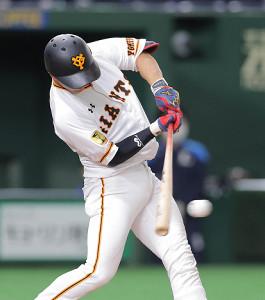 3回無死二塁、湯浅大が適時打を放つ