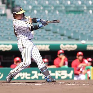 3回無死、梅野隆太郎が左前へチーム初安打を放つ(カメラ・岩崎 龍一)