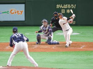 5回1死二、三塁、右犠飛を放つ坂本勇人