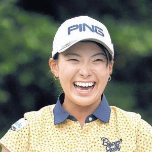 昨年のアース・モンダミンカップの最終日、16番でティーショットを打ち終え、笑顔を見せる渋野日向子