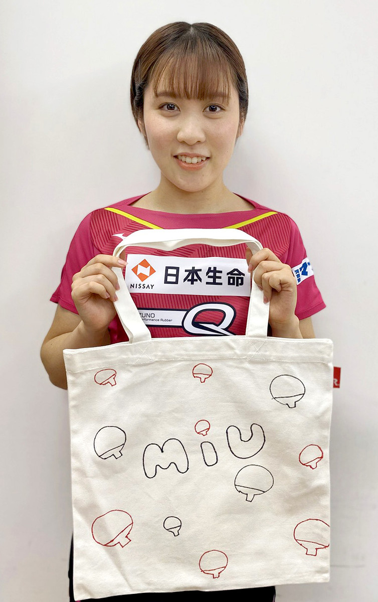 美誠&美宇&ひな、自身がデザインしたトートバッグで慈善オークション参加 : スポーツ報知