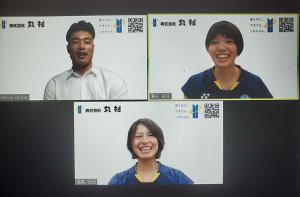 新チーム加入のオンライン会見に臨んだバドミントン女子代表の福島由紀(下)、広田彩花(右上)組。左上は司会を務めたラグビー元日本代表の山田章仁