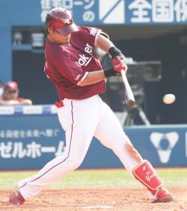 9回1死一、二塁、サヨナラ打を放った楽天・内田(カメラ・関口 俊明)