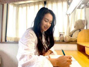 英語の勉強を本格的に開始した河本結(株式会社JPW提供)