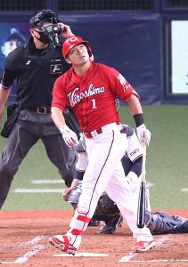 3回1死一、二塁、鈴木誠がレフトへ逆転3ランを放つ