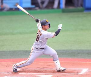 1回2死一、二塁、岸田行倫が右中間へ2点適時二塁打
