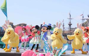 """昨年のTDS「Tip―Topイースター」で初登場しミッキー&ミニーと踊る""""うさピヨ""""たち(19年4月撮影)(c)Disney"""