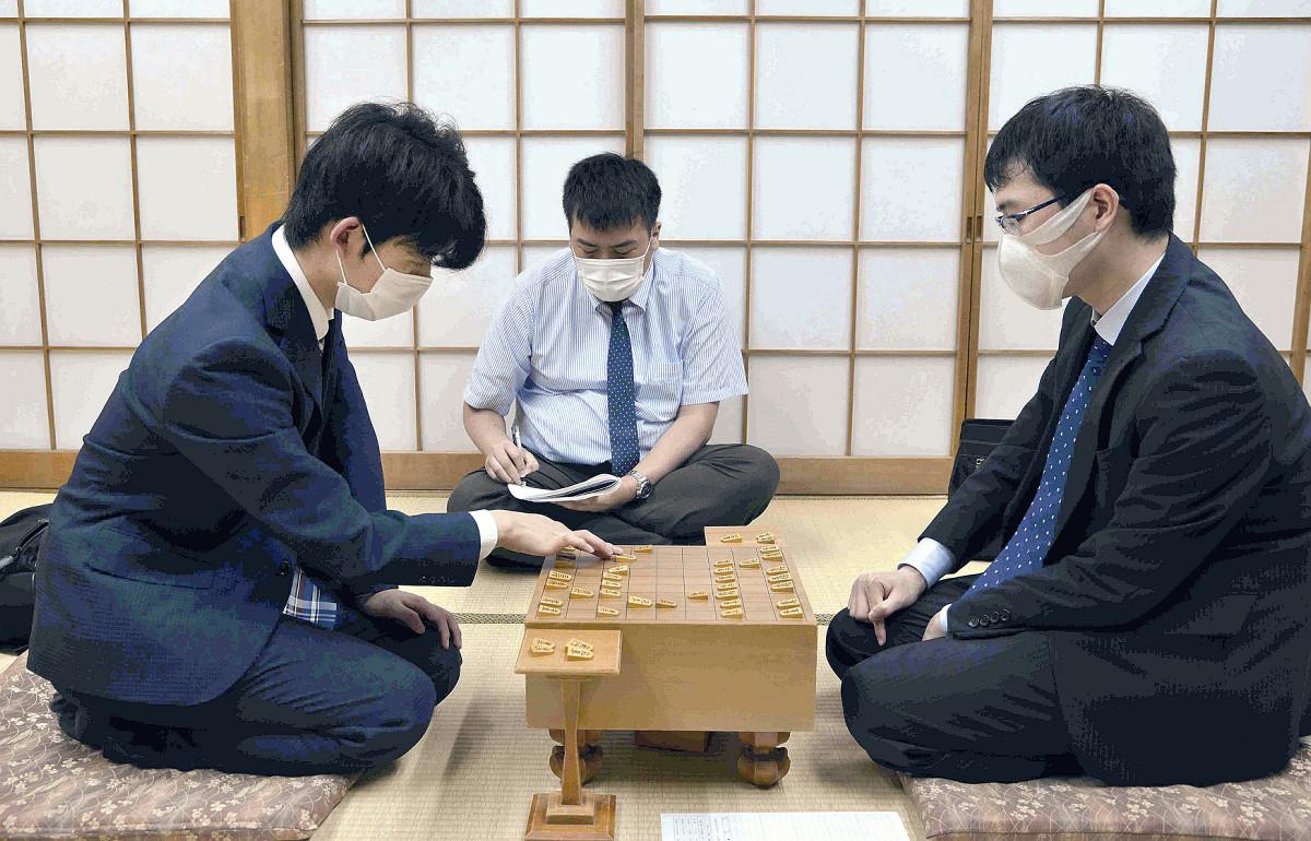藤井聡太七段がWタイトル挑戦王手 棋聖に続き王位でも決定戦進出