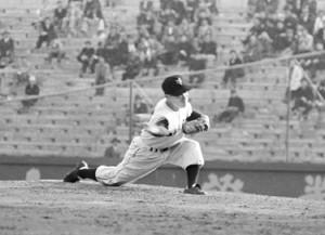 巨人-広島 5勝目の大友工投手  1956年4月17日