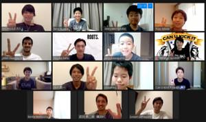 タイのチームに所属する小学生とオンライントークイベントを行った「ROOTS.」のメンバー(ROOTS.実行委員会提供)