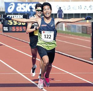 2月の丸亀国際ハーフマラソンで日本新記録を樹立した小椋