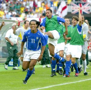 イングランドーブラジル戦、後半5分ゴールを決めたロナウジーニョ