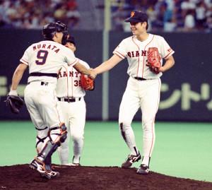 阪神-巨人22回戦、最後を締めた橋本は村田捕手と握手