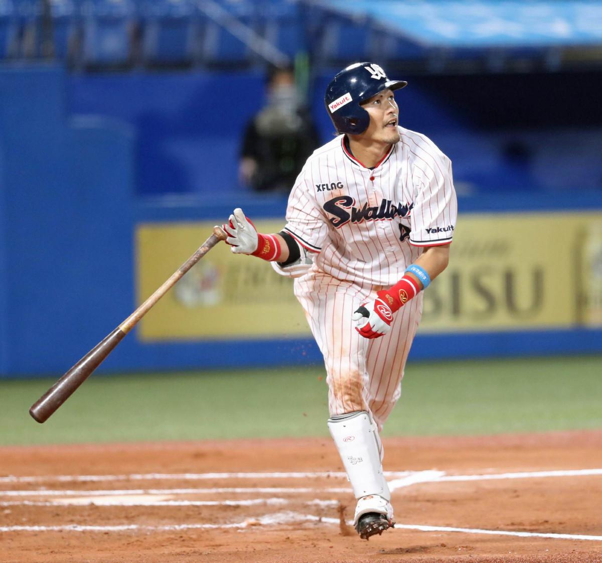 ヤクルト】好調の1番・坂口智隆が1号ソロ「いい角度で上がった」 : スポーツ報知
