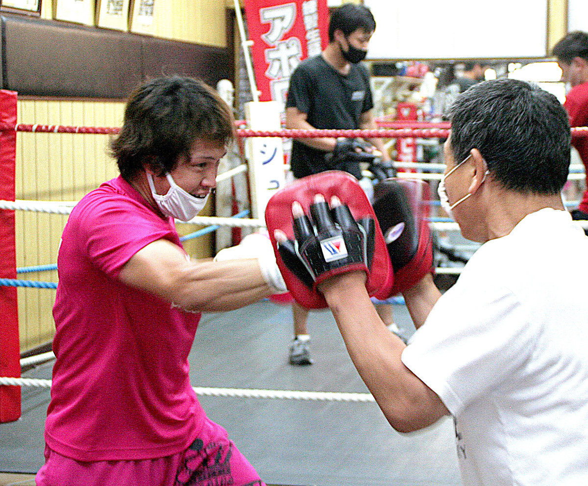 8月に2年4か月ぶりのリング復帰を果たす石橋俊(左)