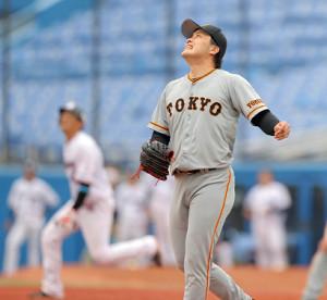 7回1死満塁、山田哲人に左越え満塁本塁打を打たれた藤岡貴裕