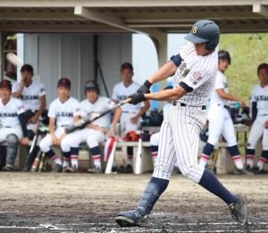初回先頭打者初球本塁打放った明石商の来田涼斗