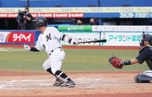 2回1死満塁、田村は中前に2点適時打を放つ
