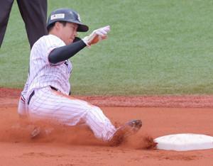 1回1死一塁、二盗を成功させる山田哲人