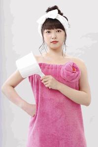 タオル一枚姿を披露した桜井日奈子