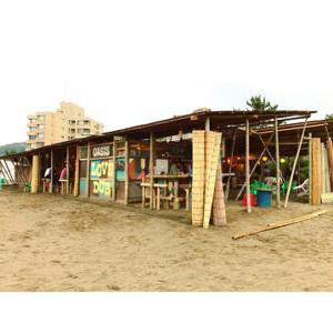 コロナウイルス感染拡大の影響で、営業できなくなった葉山町の海の家オアシス(oasis shop提供)