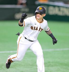 6回2死一、三塁、勝ち越しの左前適時打を放ちガッツポーズをするパーラ(カメラ・中島 傑)