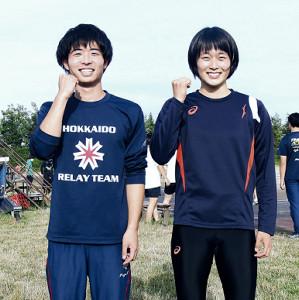 残り高校シーズンの健闘を誓う男子短距離の鷹(左)と石堂