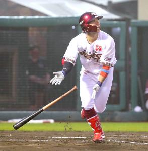 2回1死一、二塁、右中間に移籍後初本塁打となる3ランを放った鈴木大(カメラ・佐々木 清勝)