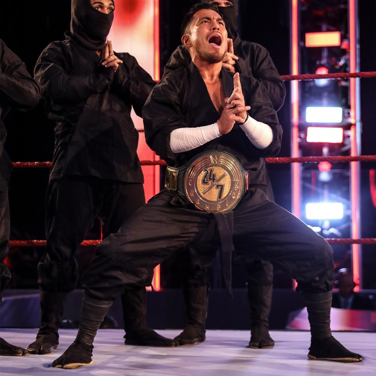 王者としてWWE24/7ベルト姿で登場した戸澤陽だったが(C)2020 WWE, Inc. All Rights Reserved.