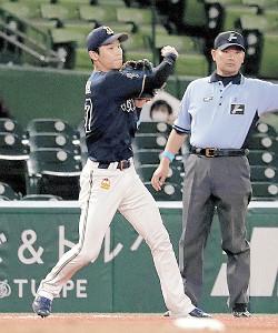 6回無死一塁、山川の三ゴロで中川が二塁へ悪送球