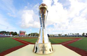 女子野球W杯のトロフィー。メキシコで予定されている同大会も新型コロナウイルスの影響で11月に延期されている