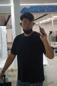 成田空港で関係者に別れを告げるブルージェイズ・山口俊