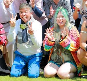 村上ショージ(左)とぬゅぬゅゅゆゅゅゅゅゅ