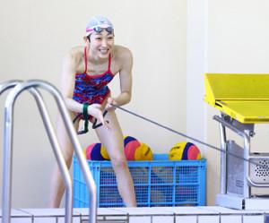 報道陣に練習を公開した競泳の池江璃花子(代表撮影)