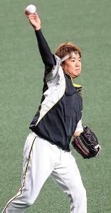 3日の先発に向けてキャッチボールに励む阪神・西勇