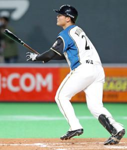 7回1死一塁、右中間へ今季第1号となる2ランを放つ清宮幸太郎