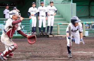 延長8回、藤井寺は長谷川がスクイズを決めサヨナラ勝ち