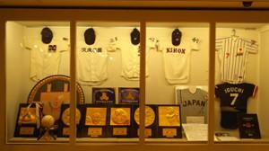 杉並区が誇る甲子園出場4校のユニホームと西東京大会優勝盾などの展示品