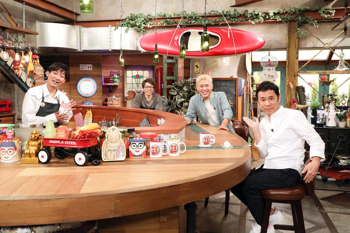 MCのNON STYLE・石田明(左端)とナインティナイン・岡村隆史(右端)に挟まれたロンドンブーツ1号2号の田村淳(左から2人目)と田村亮(同3人目)