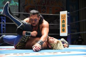 SANADAとの「ロス・インゴ」同門対決を制し、決勝進出を決めたEVIL(新日本プロレス提供)