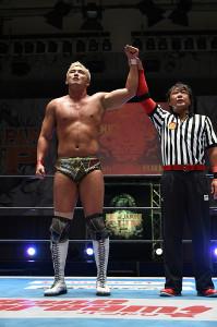 高橋ヒロムを下し、2年連続のNJC決勝進出を決めたオカダ・カズチカ(新日本プロレス提供)