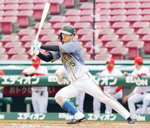 7回無死、近本がこの試合3本目の安打を左前に放つ(カメラ・豊田 秀一)