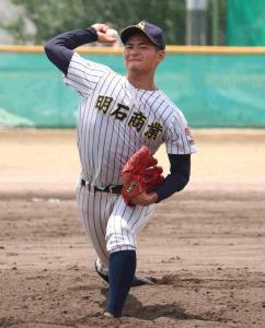 練習試合の7回から登板し、3回2安打無失点5奪三振の明石商・中森俊介
