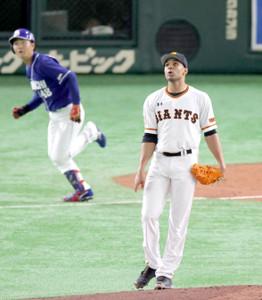 2回2死一、三塁、溝脇隼人(左)に中越え2点適時三塁打を浴びたサンチェス