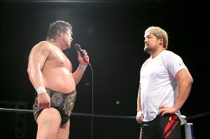 三冠ヘビー級を懸けて戦うことになった世界タッグ王者コンビの諏訪魔(左)と石川修司(全日本プロレス提供)