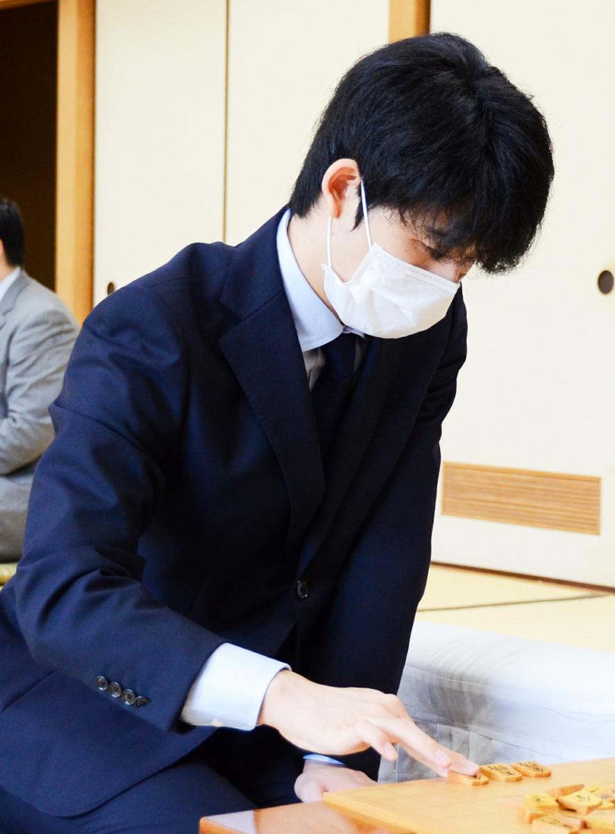 順位戦で驚異の勝率を維持する藤井聡太七段(日本将棋連盟提供)